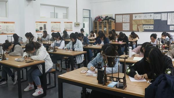 教师教育学院成功举办书